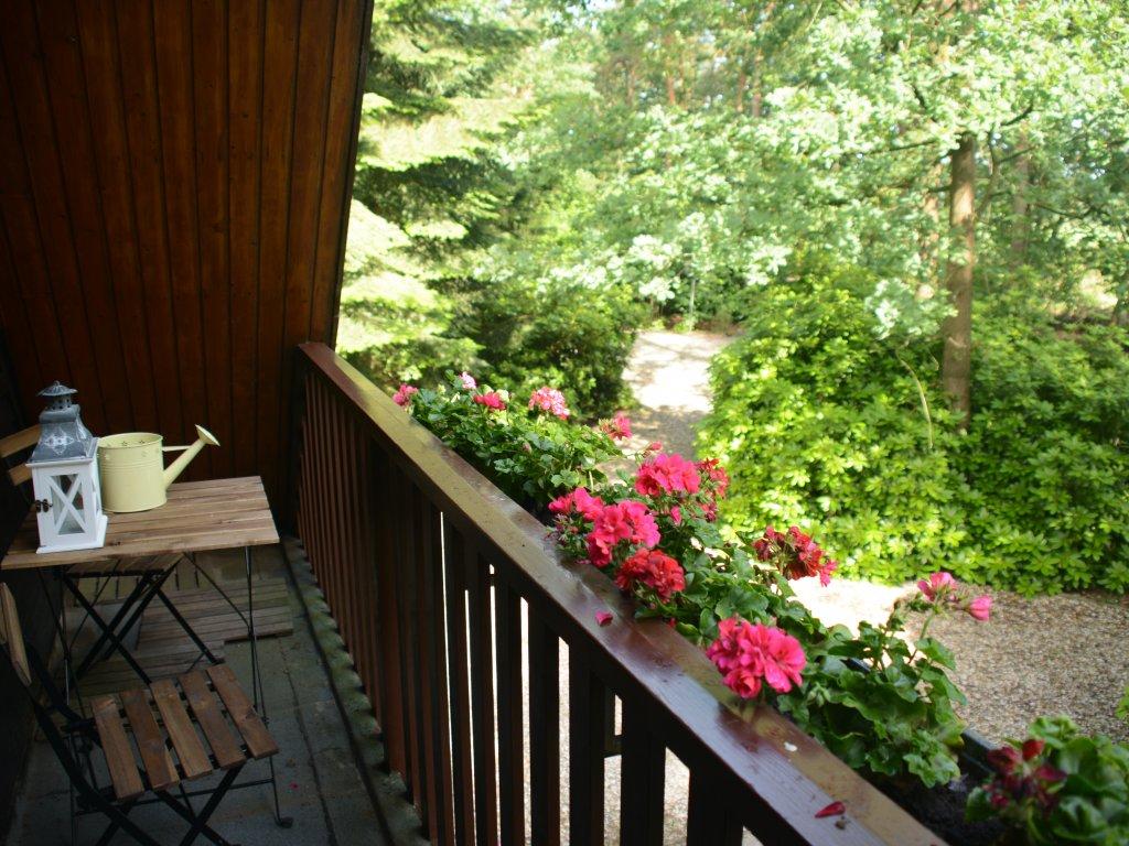 Balkon met uitzicht over eigen terrein en velden rondom
