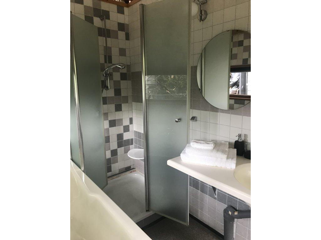 douche in badkamer